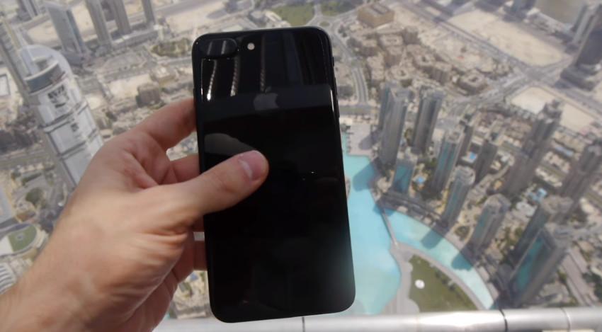 Begini kondisi iPhone 7 usai dijatuhkan dari gedung tertinggi sedunia