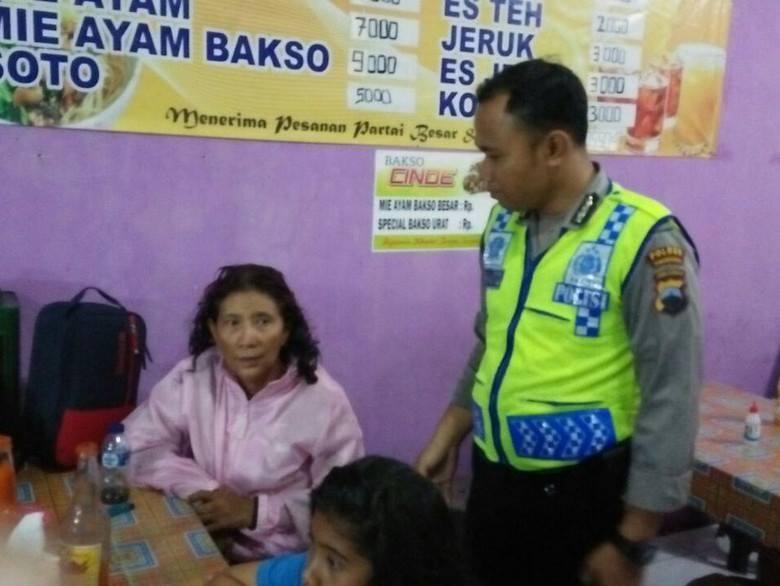 Heli mendarat darurat di Temanggung, Menteri Susi asyik santap bakso