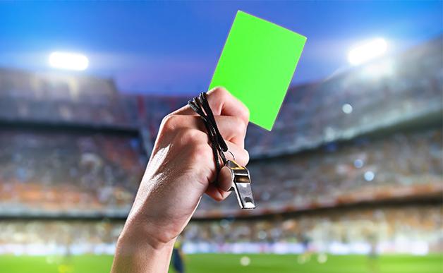 Ini kartu hijau pertama dalam sepak bola, diberikan untuk apa?