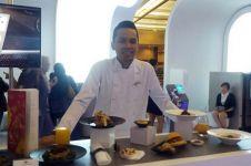 Kenalin nih Ade Kurniawan, chef khusus di dalam pesawat terbang