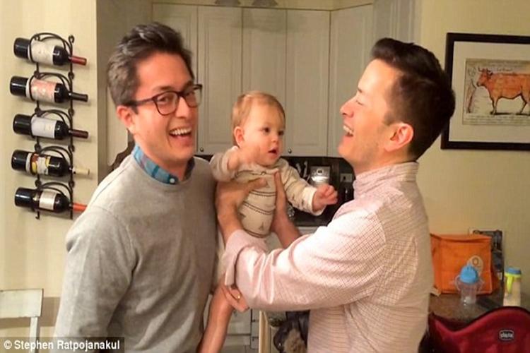 Lihat orang kembar, 5 bayi ini ekspresinya 'ciumable' deh