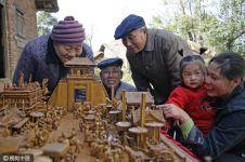 Ukiran kayu pensiunan China ini apik banget, bikin kamu terpukau