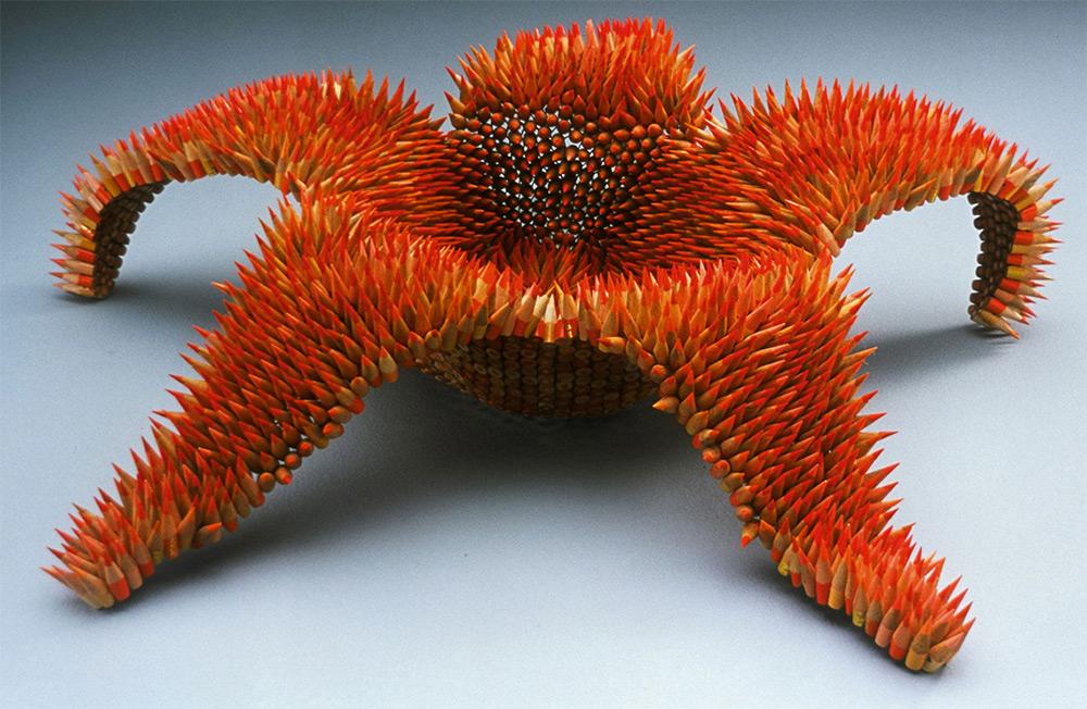 9 Karya seni dari rangkaian ribuan pensil ini keren banget