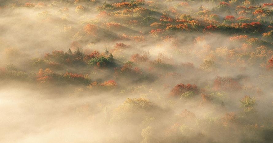12 Foto bumi diselimuti kabut ini jadi terlihat seperti planet lain