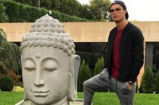 Dianggap injak patung Buddha, Cristiano Ronaldo dikecam netizen