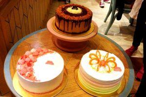3 Aneka jajanan ini disajikan dalam bentuk kue, nggak biasanya lho