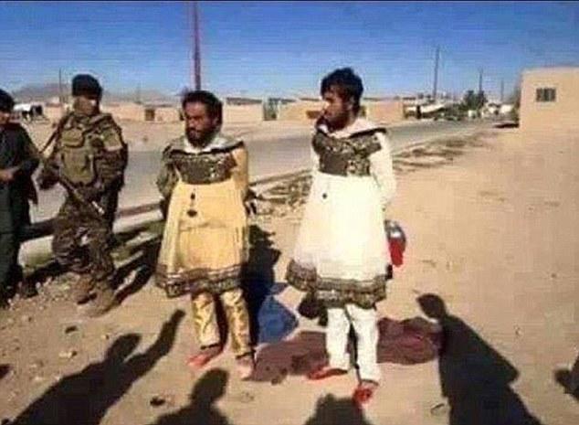 2 Pria anggota ISIS ini pakai baju cewek, kenapa ya?