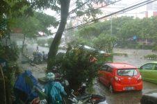 Dilanda hujan deras, ini 10 foto dan video banjir dahsyat di Bandung
