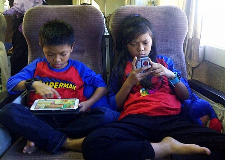 100% anak usia 10-14 tahun di Indonesia pengguna internet, aman kah?