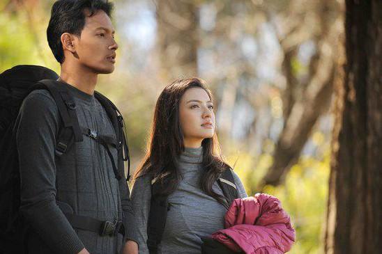 4 Film ini pertemukan Raline Shah & Fedi Nuril, bikin baper nggak sih?