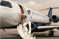 Jackie Chan beli pesawat jet pribadi, begini penampakan dalamnya
