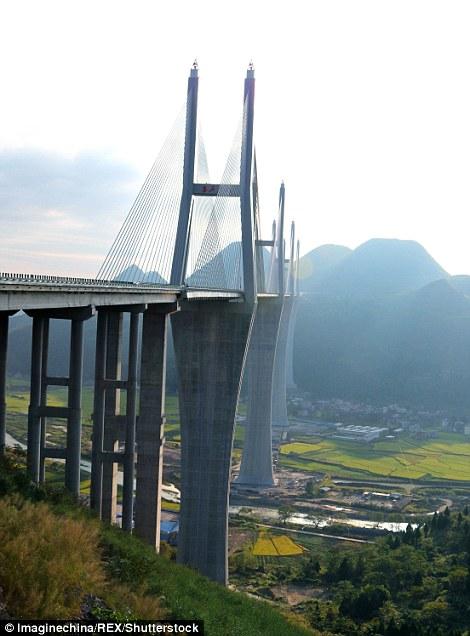Jembatan Chishi China © 2016 brilio.net
