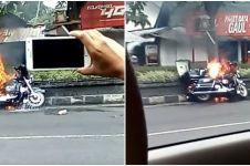 Harley Davidson ludes terbakar di pinggir jalan, netizen malah senang