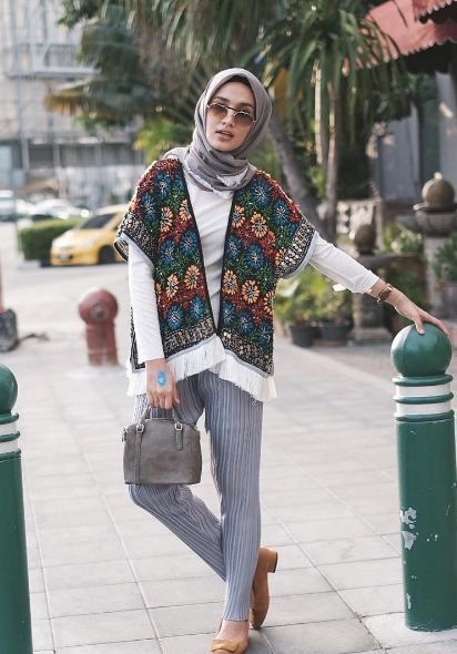 10 Inspirasi gaya hijab boho ala selebgram Dwi Handayani berani coba?