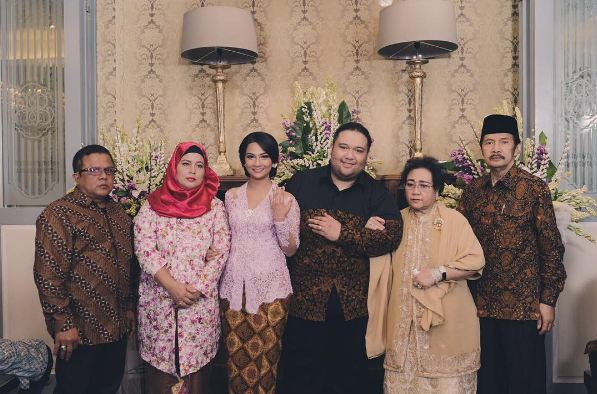 Vanessa Angel akhirnya tunangan dengan cucu Soekarno, siap nikah nih?