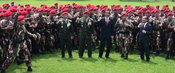 Presiden Jokowi ikut teriakkan yel-yel bareng Kopassus, kompak abis