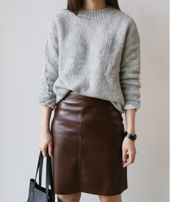 14 Padu Padan Sweater Dan Rok Ini Bikin Kamu Terlihat Lebih Manis