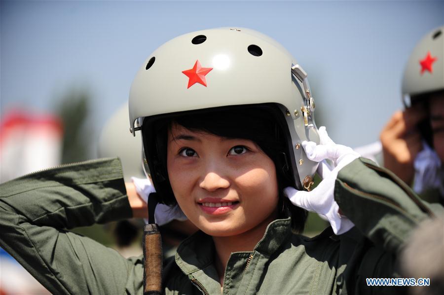 Nahas, pilot wanita pertama tim aerobatik China ini gugur saat latihan