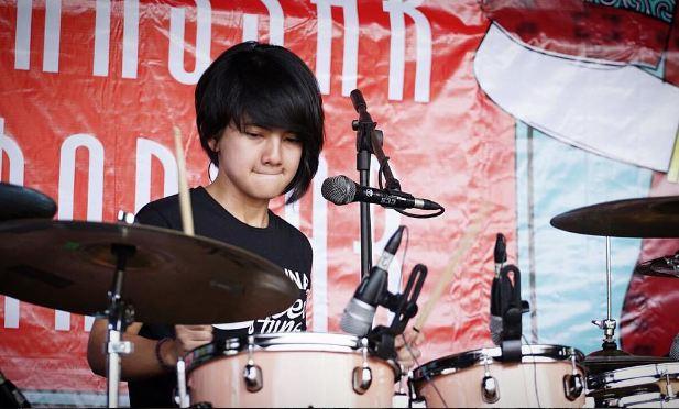 drummer ini manisnya keterlaluan bikin cowok pengen jadi cymbalnya © 2016 instagram
