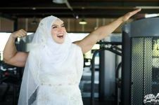 10 Foto prewedding di tempat fitness ini bikin melongo, berani tiru?