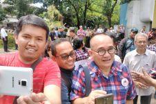 'Si Poltak Raja Minyak' Ruhut kewalahan ladeni selfie pendukung Ahok