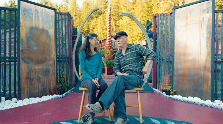 Pasangan ini tinggal di rumah apung yang mereka bangun selama 24 tahun