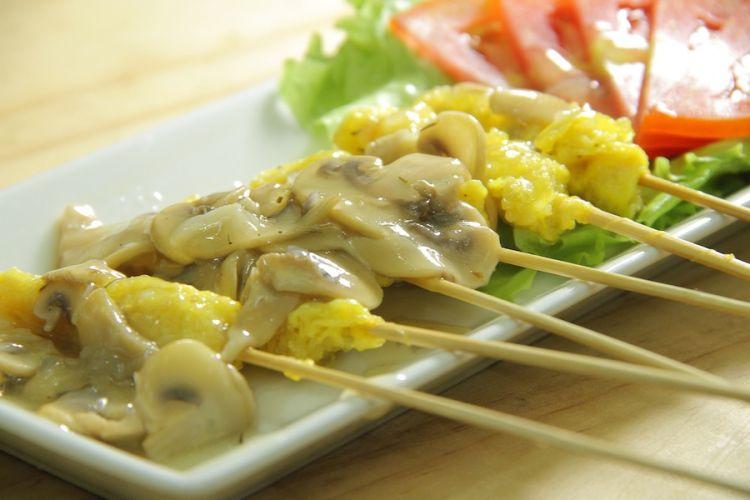 Yuk nostalgia zaman SD, bikin sate telur gulung saus jamur yang lezat