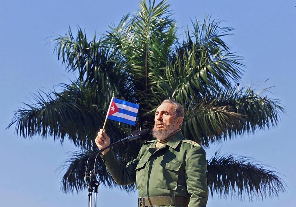 15 Foto mengenang kepergian sang revolusioner sejati Fidel ...
