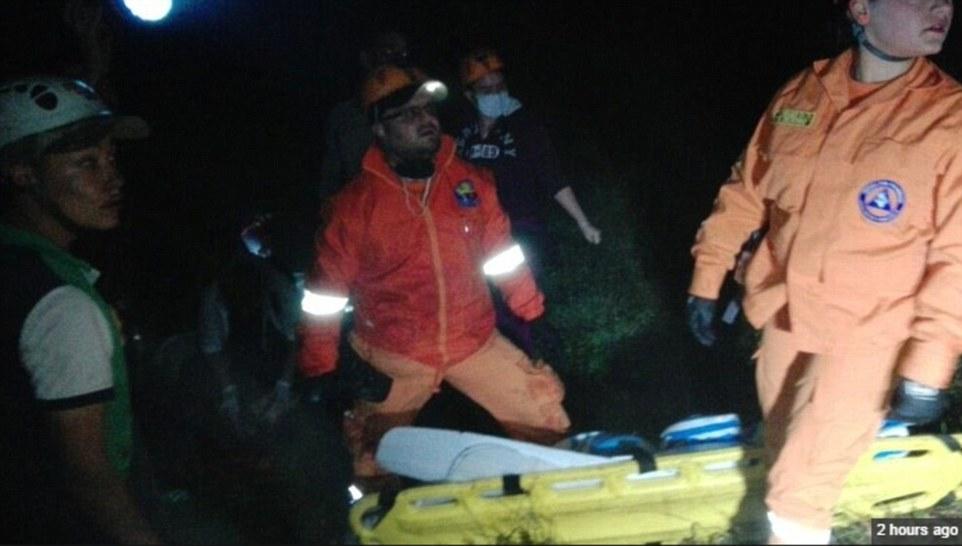 Evakuasi korban pesawat jatuh 1-13 © 2016 brilio.net