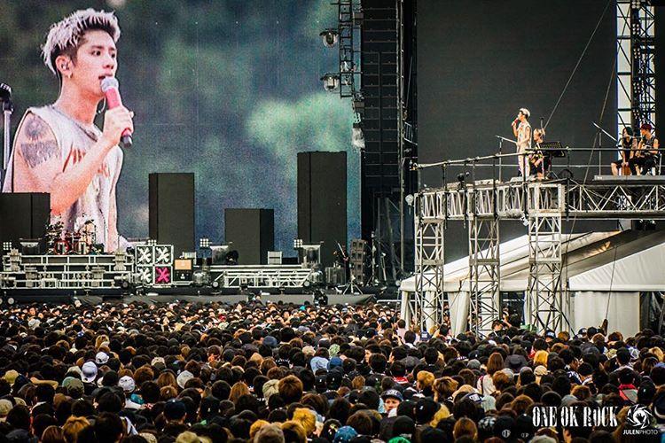 10 Foto aksi panggung One Ok Rock ini selalu penuh penonton © 2016 brilio.net