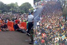 10 Potret antrean beli tiket Indonesia vs Thailand ini bikin melongo