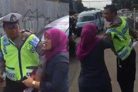 Tak terima ditilang, emak-emak ini malah ngamuk dan mencakar polisi