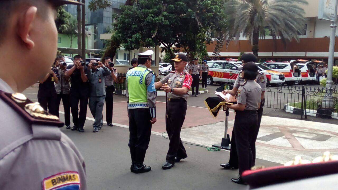 Polisi yang jadi korban amukan ibu-ibu di jalan diganjar penghargaan
