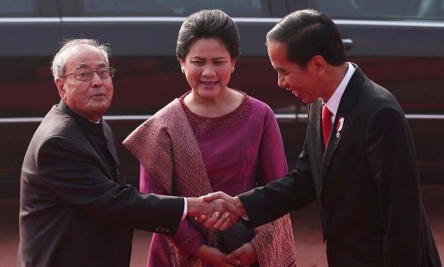 Ini penampakan Jokowi saat menyaksikan final AFF dari luar negeri