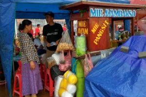 Pedagang mi ayam ini dulang untung dari laga Indonesia vs Thailand