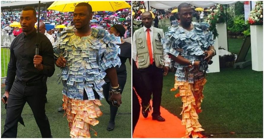 Pamer kekayaan, pria ini tempel uang kertas di sekujur tubuh