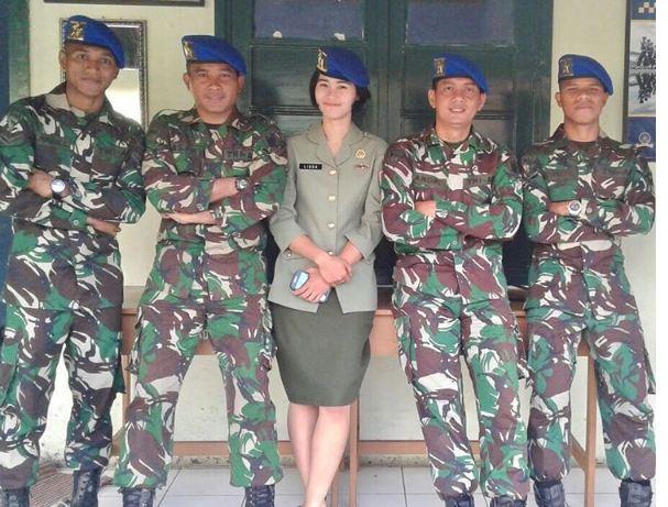 abduh dan manahati berseragam TNI © 2016 Instagram