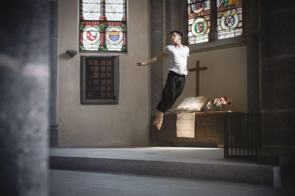 aksi fotografer menari di udara © 2016 Mickael Jou