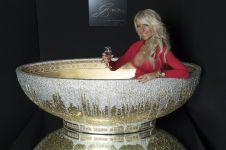 Bak mandi berlapis berlian dan emas 24 karat ini mewah banget