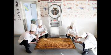 Ini dia pie terbesar di dunia, mengolahnya butuh 40 jam, wow!