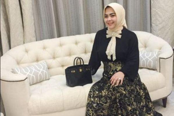Ketularan cetar Syahrini, Aisyahrani punya 7 fashion item mewah ini