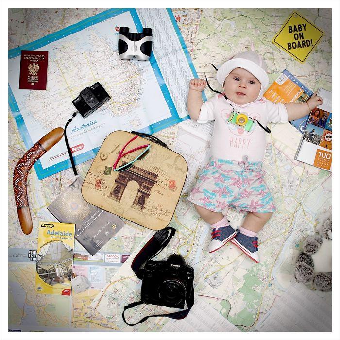 bayi jadi model kalender © 2016 boredpanda.com