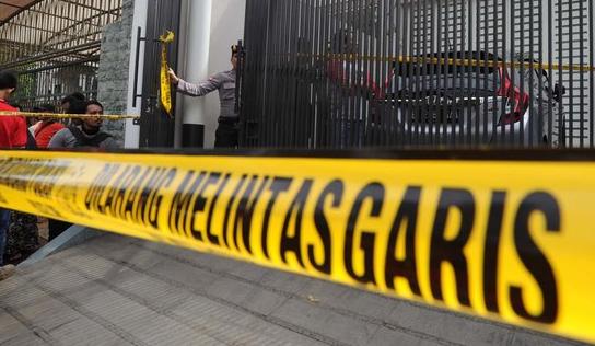 Satu pelaku buron kasus pembunuhan sadis di Pulomas bawa senjata api