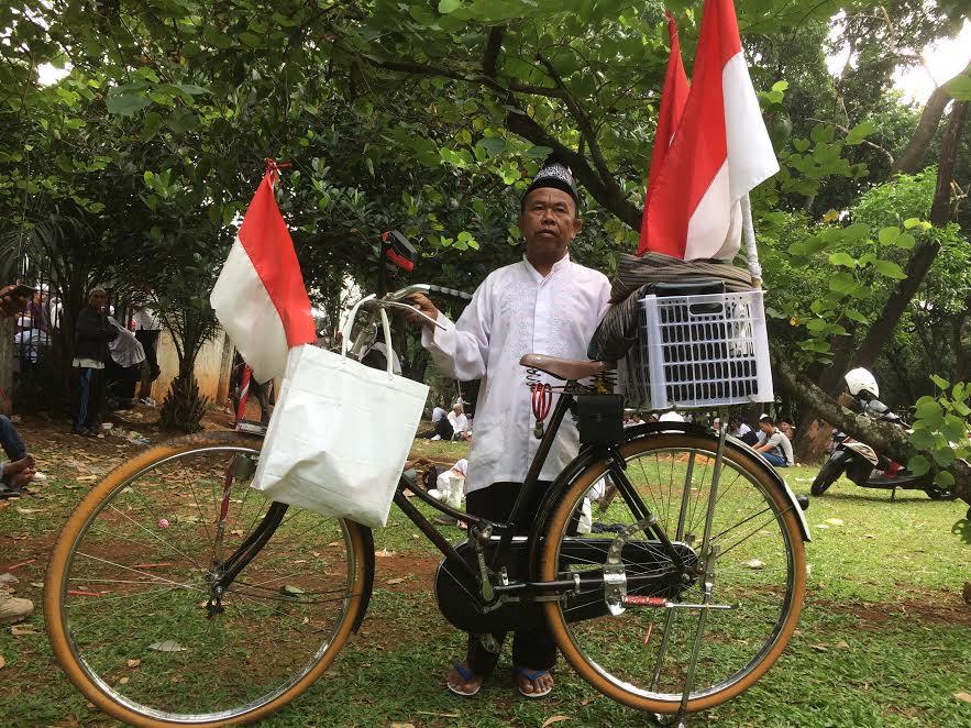 Kawal sidang kasus Ahok, kakek ini rela kayuh sepeda dari Bekasi