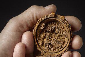 8 Foto ukiran super mini dari abad ke-16 ini kerennya bikin bengong