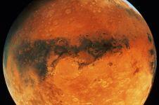 Sendok ini ditemukan di permukaan Mars, punya siapa ya?