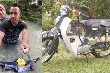 Sepeda motor modifikasi pemuda ini mampu membelah banjir bak perahu