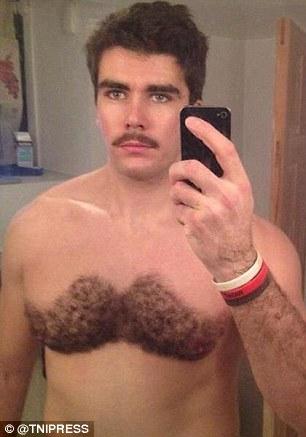 13 Pria ini cukur bulu dadanya dengan motif yang lucu, berani tiru? © 2017 dailymail.co.uk