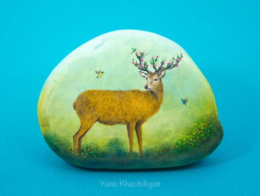 lukisan pada kerikil yang detailnya top abis  © 2017 Yana Khachikyan