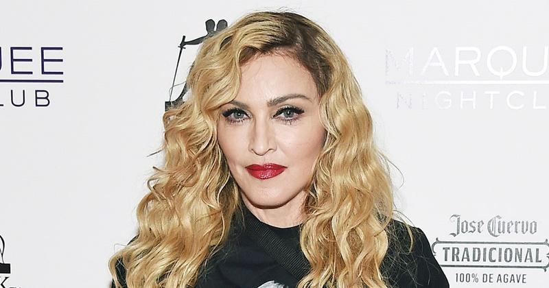 Madonna bikin heboh netizen, unggah foto tato logo Nike di area intim